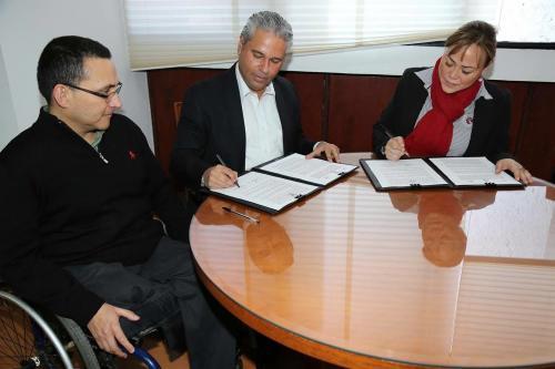 Firman convenio infonavit y dif estatal for Convenio oficinas y despachos estatal